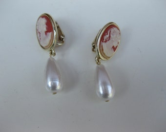 cameo with pearl earrings