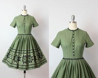 vintage 50s novelty print dress / 1950s horse print ric rac dress / border print dress / juniors petite dress / Little Lightning dress
