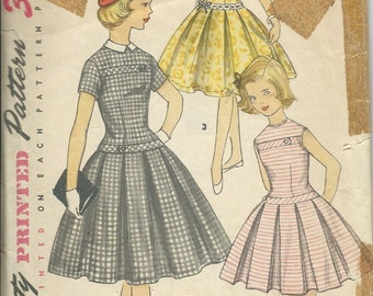 1950s Simplicity 1496 Dress Pattern for Girls Size 10, Breast 28, Detachable Collar