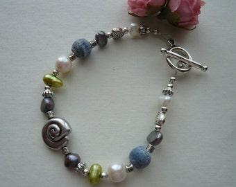 Conch Shell Bead Bracelet