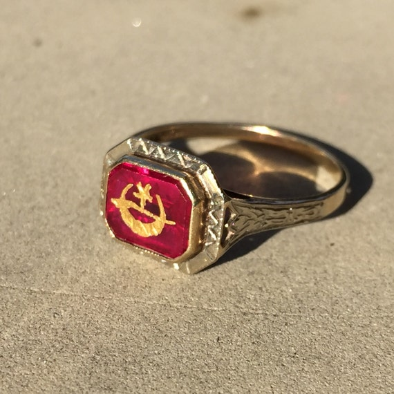 Vintage Masonic Ring Red Stone Shriners Ring In 10k Yellow