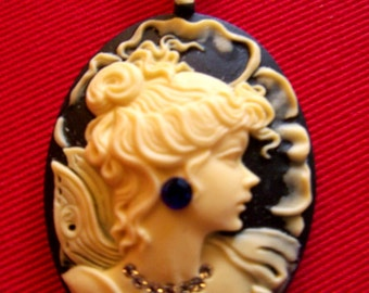 Pretty cameo necklace with  free  shipping