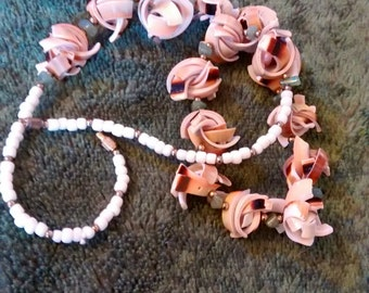 Everlasting Curly Shell Clusters With Jade Beads  Necklace..... Exquisite