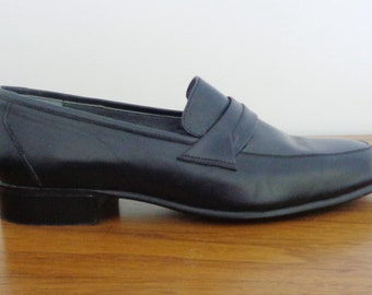 Gorgeous Genuine Black Leather SUPER SLEEK Loafers, 9