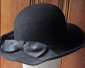 "Black Wool Hat with Bow - Vintage Lord & Taylor Ladies' Hat - Cute, Versatile 100% Wool Felt Hat - Designer Winter Hat - 22"" Band Med-Large"