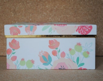 Pretty Little Things Floral Storage Box with Pink Interior and Metallic Gold Accents