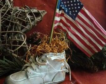 Primitive americana vintage shoe with aged flag