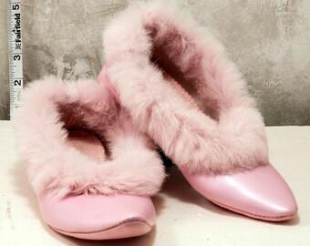 1960s ladies fancy slipper. Pink w rabbit fur trim. Size 6.5