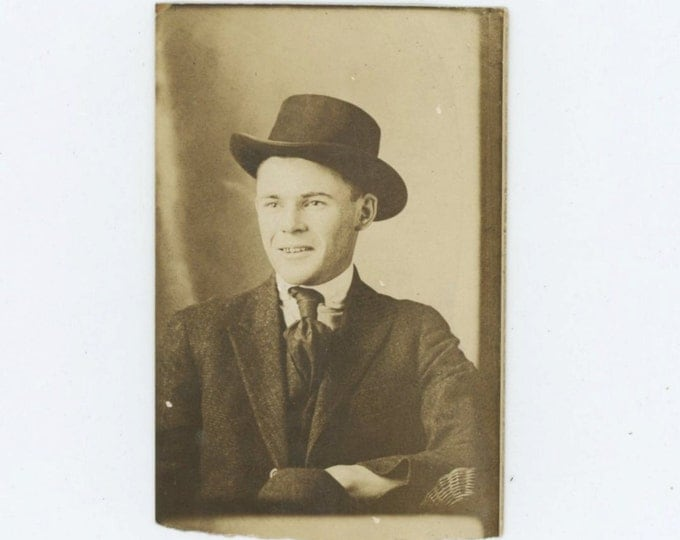 Vintage Arcade Mini-Photo, c1910s: Handsome, Young Man in Suit & Hat (68488)