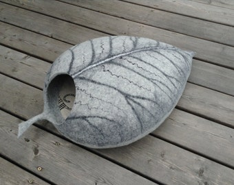 Cat bed /cat cave/cat house/grey leaf/felted cat cave (With GIFT pad)