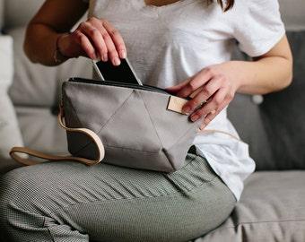 BEE LIGHT GREY cross body purse / natural leather strap / light grey small bag / grey shoulder purse