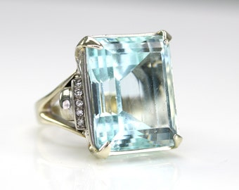 Beautiful Vintage Emerald Cut 25ct Aquamarine Cocktail Ring Set In 14k White Gold Diamond Side Stone Setting