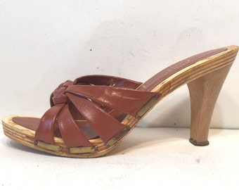 1970s maroon leather and wood platform sandals - size 8 - 1970s platform shoes - 1970s sandals