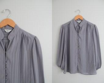 Vtg 70s / 80s Gray Billowy Blouse \\ Medium / Large // Grey Minimalist Shirt with Mandarin Style Collar