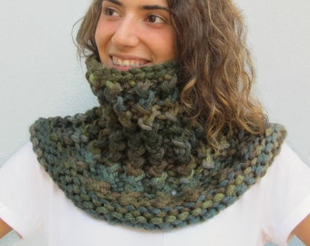 Chunky Handknit Scarf Cowl. Handmade Infinity Scarf, Neckwarmer Scarf, Oversized Cowl Scarf, Super Bulky Yarn, Shades of green, OOAK