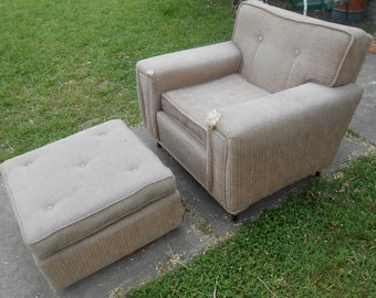 1950s Mid Century Modern Wide Arm Tapered Leg Lounge Chair Atomic Age Foot Stool Ottoman on Wheels