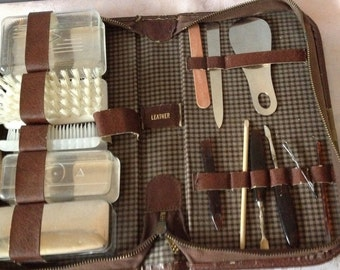 Mens shaving case Men's Toiletry KIT Leather Bag  Shaving Accessories for Travel or Home Vintage