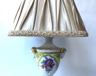 Vintage 50's bodouir porcelain lamp