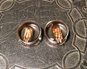 Grabby Hands REAL Preserved Mummified Rat Paws CLAWS Specimen PAIR Resin Taxidermy Double Flare Steel Tunnel Gauge Plugs 18mm