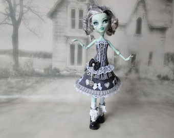Black, gray and white shabby lolita heart and bows corset top, skirt and legwarmers hand made fits Monster High