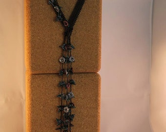 Black lariat necklace with roses