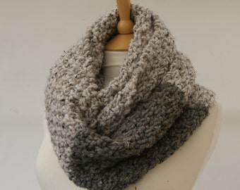 Chunky Knit Oatmeal  infinity scarf, Knitted Grey scarf, Chunky knit scarf, Knitted Oatmeal snood Ready to ship