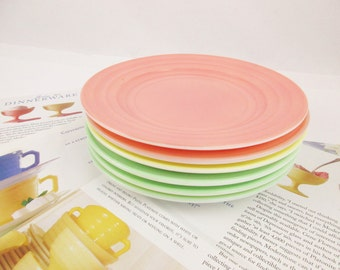 1940s 'Moderntone Platonite' - Six Dessert Plates in Mint Green, Bubblegum Pink and Pale Yellow - Pastel Milkglass Pieces - Mix and Match