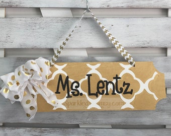 Teacher Gift: Personalized Teacher Name Sign, Classroom Decoration, Teacher Gift, End of Year Gift, Office Decor (Gold Black)