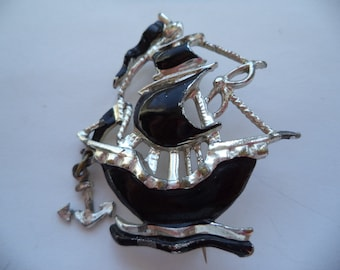 Vintage Unsigned Silvertone/Black Galleon Ship  Brooch/Pin    Hanging Anchor