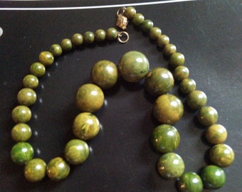 Green Spinach Bakelite Graduated Bead Necklace