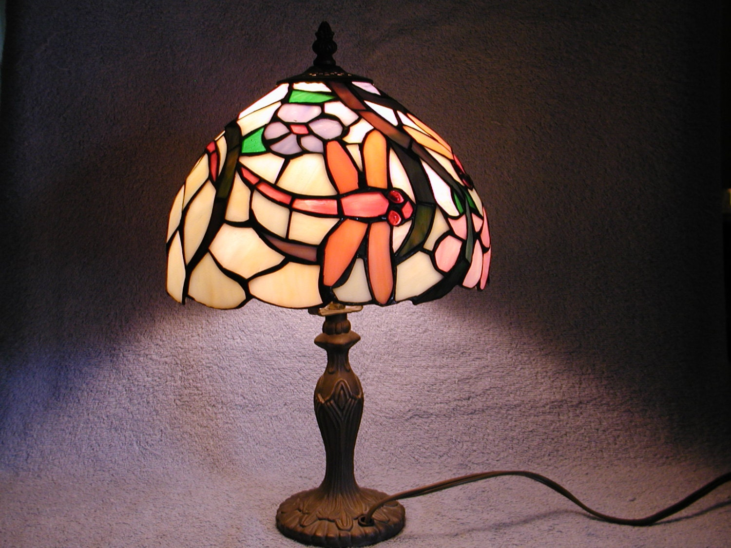 stained glass lamp dragonfly motif. Black Bedroom Furniture Sets. Home Design Ideas