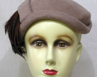 Vintage Ladies Hat Pinkish Grey Felt with Side Feather Fan Circa 1960s