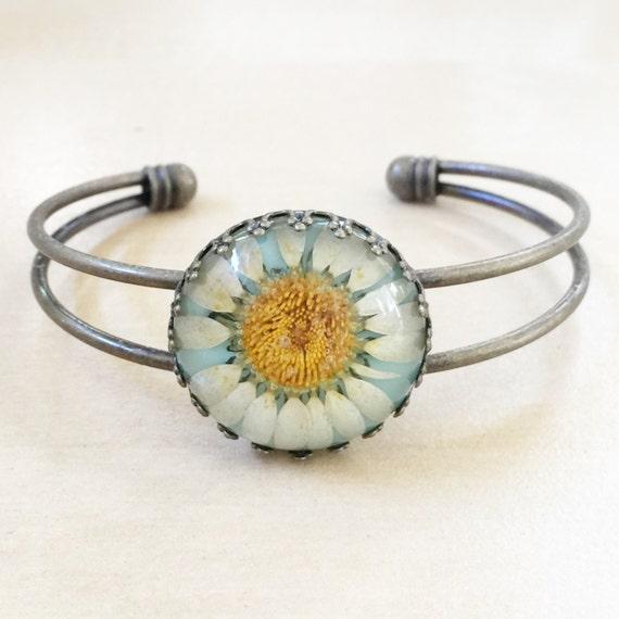 Blue Daisy Bangle - Pressed Flowers, 25mm Resin Cabochon, Antique Bronze Bracelet, Sunflowers, Daisies, Daisy, Bohemian, Hippie Arm Candy