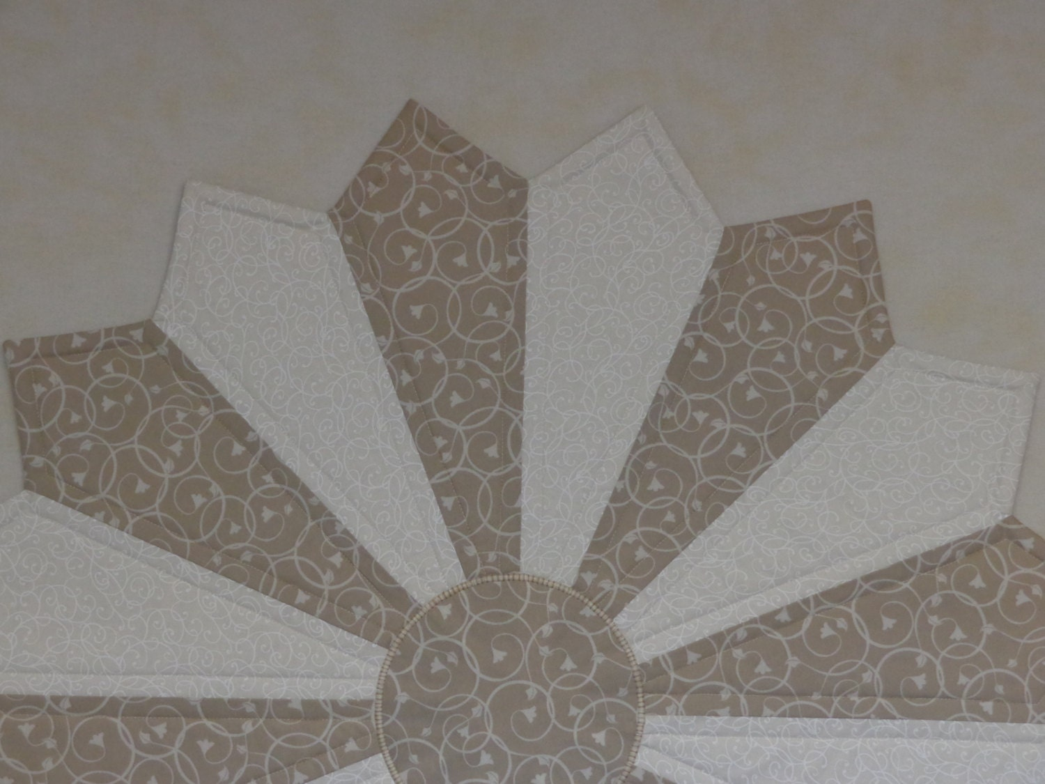 Wedding centerpiece quilted centerpiece round table topper for Round table runner quilt pattern