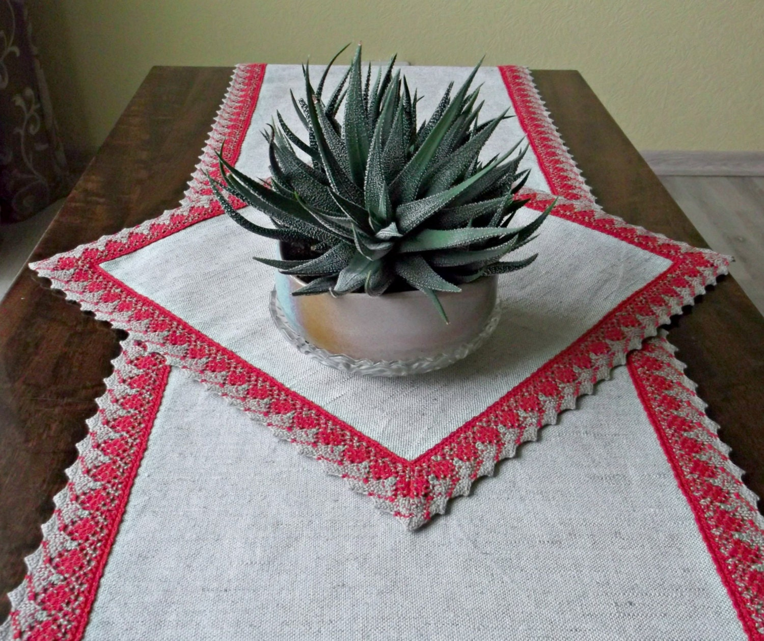 Linen table runner and placemat with red lace by for Small square placemats
