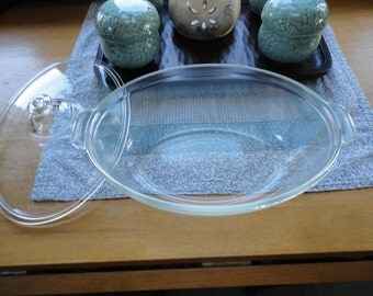 Pyrex Oval Knob Top Coverd Casserole Baking Dish Clear Glass