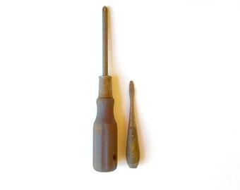 Vintage Wood Handle Screwdriver Pair / Phillips Screwdriver / Flat Head Screwdriver / Old Tools / Rusty Tools / Vintage Tools / Man Cave