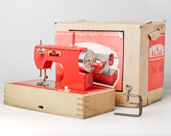 Toy SEWING machine made in US Zone Germany. Rare vintage RED sewing machine Regina in nice condition. Battery running toy from cold war!