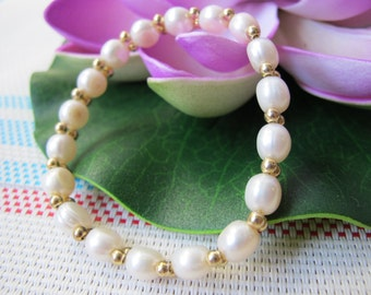 7mm White Button Pearl Bracelet B14