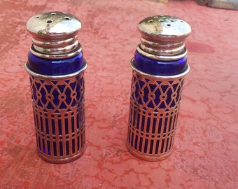 Vintage salt and pepper cellars, metal and glass salt and pepper, royal blue textured silverware, salt & pepper cellars (71g/syr2)