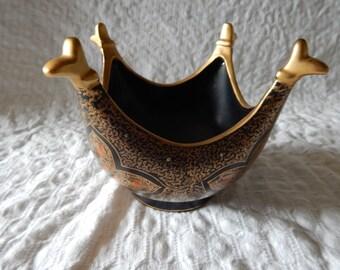 Vintage Japanese pot or vase