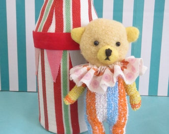 Tiny Teddy Cirkus Bear OOAK
