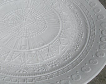 Rosenthal Germany studio-line. HUGE plate. Diameter approx. 32.5 cm. Design: Martin Freyer. With lush, graphic relief decoration. VINTAGE