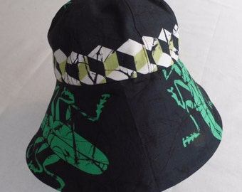 Black cotton sunhat with green bug print