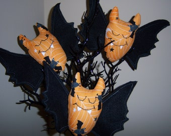 Hanging Bats PATTERN-Primitive Country Halloween Cloth Doll Craft Sewing Paper Mailed Pattern