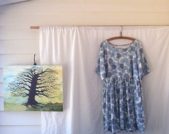 Meadow Smock dress in vintage pure cotton with leaf print gathered skirt pockets fits size 10-14 loose flowing summer autumn blue and white