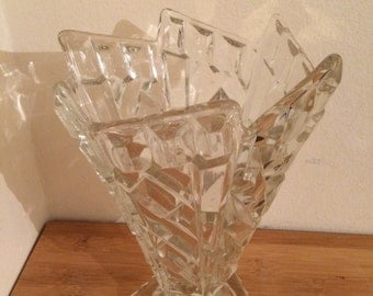 Clear Glass Centerpiece/Serving/Fruit Bowl in the shape of ice-cream cone.