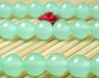 62 pcs of Green Jade smooth round beads in 6mm