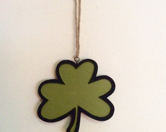 Hanging Clovers