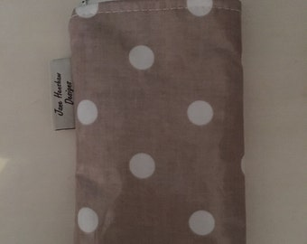 iPhone 6s cover case In taupe spotty oilcloth